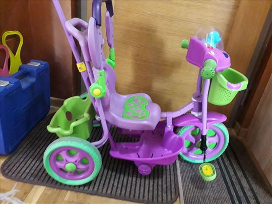 Tricikl za decu od 0-4 godine, odlicnog stanja