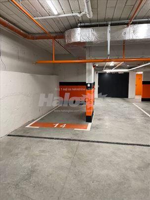 Parking mesto za mali auto ili 3 velika motora