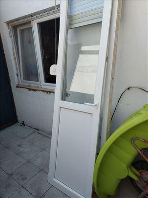 Prodaju se polovna balkonska vrata sa venecianerom