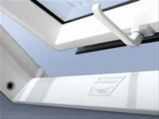 Krovni prozor PVC 55x78cm 10 godina garancije