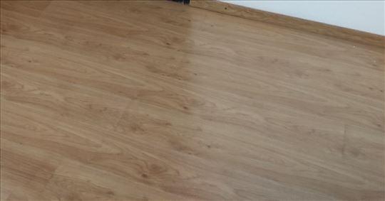 Polovan laminat površine oko 45 kvadratnih metara