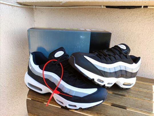 Nike Air Max 95 crno-bele sa sivim znakom - novo
