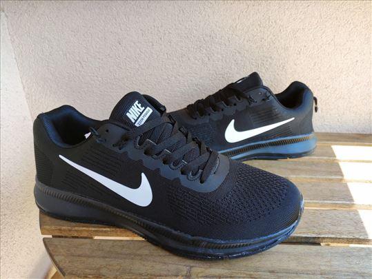 Nike muške patike crne sa belim znakom veliki broj