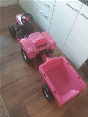 Traktor na pedale za devojcice sa prikolicom