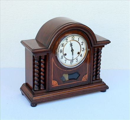 Stari kaminac, sat marke Hamburg American Clock.
