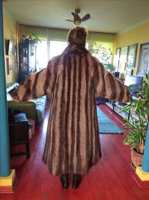 Nenošena bunda od rakuna