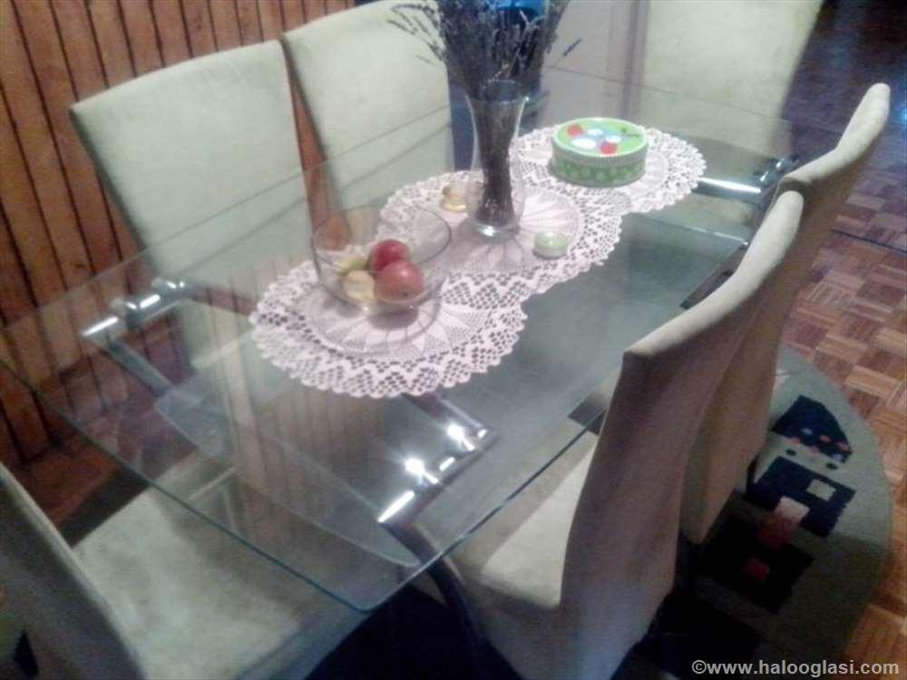 Stakleni trpezarijski sto  Halo Oglasi