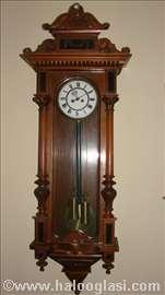 Zidni sat iz XIX veka.