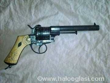 Povoljno španski revolver