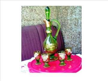 Zeleni bokal i čaše