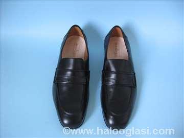Nove muške cipele goveđi boks, više pari