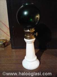 Mala starinska lampa na fitilj
