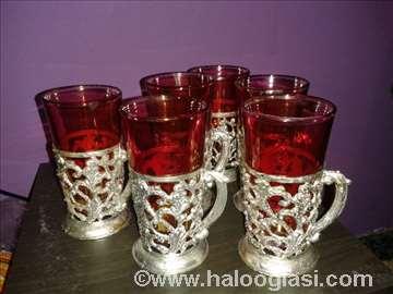 Male čašice sa postoljem