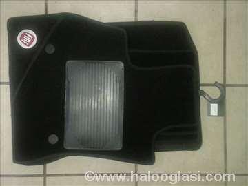 Fiat 500 L,   Patosnice tepih