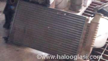 Peugeot 607 hladnjak motora