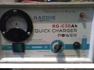 Punjač za akumulator 12 i 24W (novo)