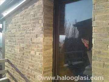Zidna dekoracija prirodne ciglice