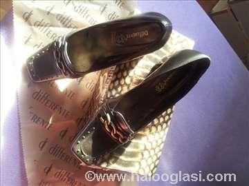 Nove kožne different cipele br.40