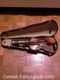 Violine 4/4: ruska 44,8E, majstorska 250E.