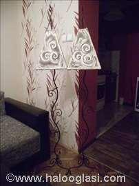 Podna lampa od kovanog gvožđa