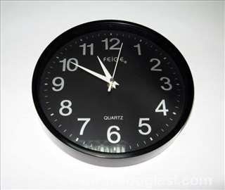 Crni zidni sat, novo