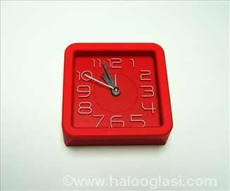 Crveni sat kvadarat + budilnik - novo