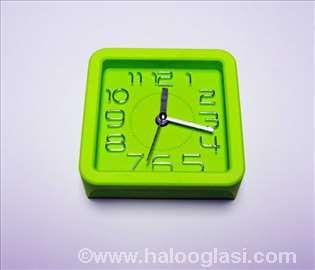 Zeleni sat kvadarat + budilnik, novo