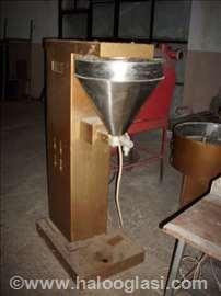 Poluautomatska pakerica za praškastu robu