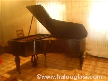 Polukoncertni klavir