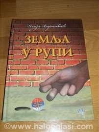 Zemlja u rupi - nova, neotvarana - Ilija Marković