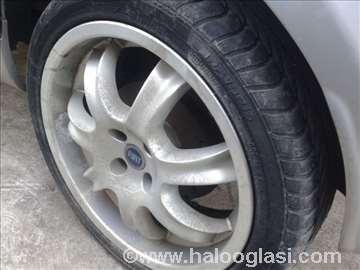 Fiatove alu 17 felne sa odlicnim gumama