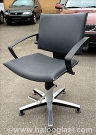Frizerska stolica Wella sa hidraulikom