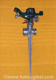 Rotaciona metalna prskalica za travnjak