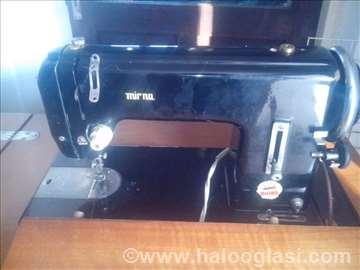 Mašina za šivenje sa stolom