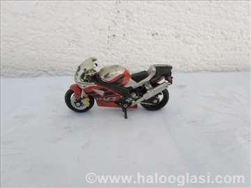 .Kina: Honda RVT Racing 1000 R (1:24)