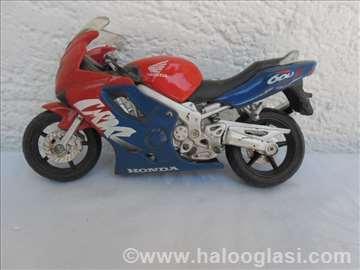 Maisto:Honda 600 F (fali nogica,slomljen lanac)
