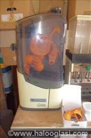 Aparat za tocenje sladoleda i za cedjenu narandzu