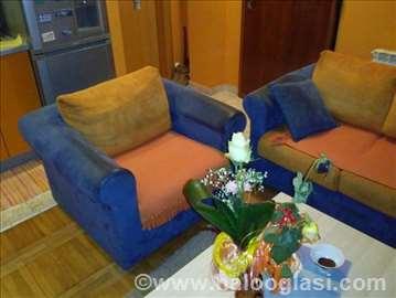 Trosed, dve fotelje i kauč