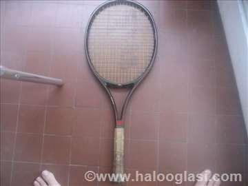 Teniski reket fin