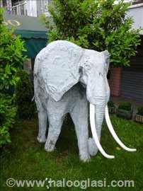 Skulpture slona