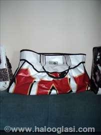 Belo-crvena torba