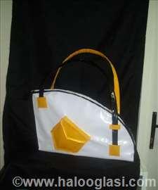Belo-žuta torba