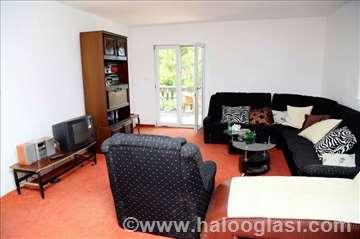 Crna Gora, Budva, sprat kuće - apartman sa 4 sobe