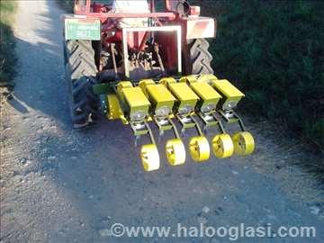 Traktorska sejalica za sitna semena