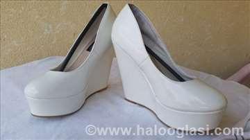 Bele lakovane cipele sa platformom 39