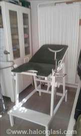 Ginekološki sto i instrumenti
