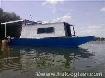 Čamac sa kabinom