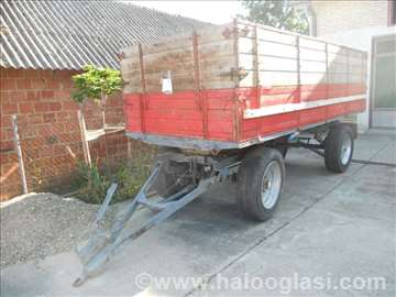 Dvoosovinska traktorska prikolica
