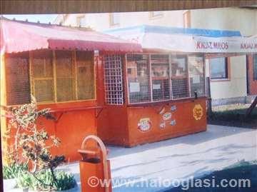 Tezga za prodaju voća i kiosk