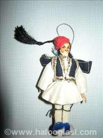 Grčki vojnik u tradicionalnoj nošnji